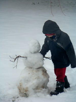 nathan-making-snowman.jpg